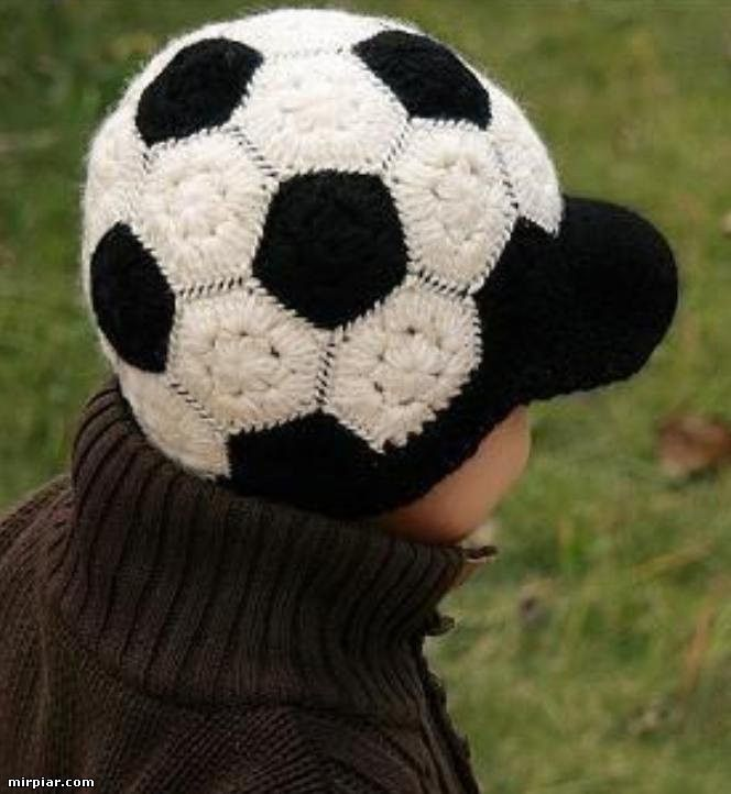 Gorra Pelota de Futbol de Crochet - Patrones Crochet | gorros ...