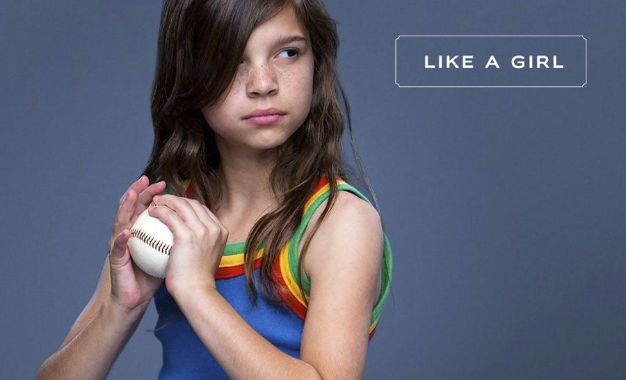 Na campanha Always #LikeAGirl, a diretora de cinema Lauren Greenfield entrevistou homens e mulheres pedindo para que representassem como seria fazer algo (correr, lutar, rebater) como uma mulher.