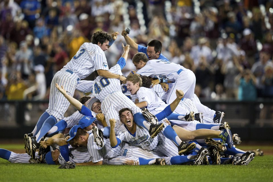 Photos of the Day June 26 College world series, Los