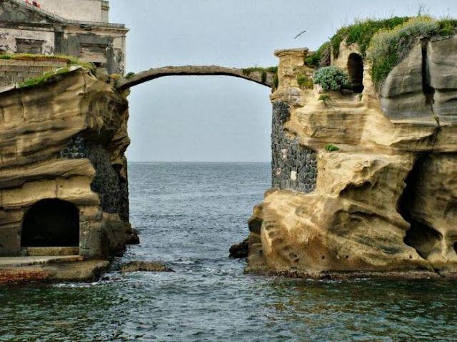 Gaiola, una isla maldita en Italia. | Husmeando por la red