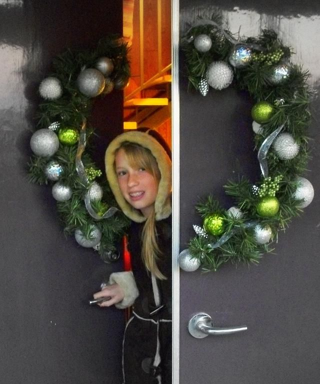 How To Make A Split Door Christmas Wreath Christmas Wreaths To Make Christmas Wreaths Outdoor Christmas Decorations