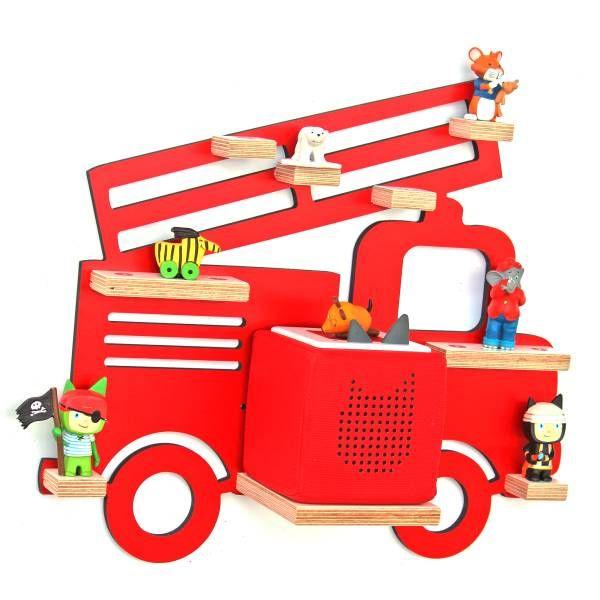Das Regal von Kleine Schreiner eignet sich hervorragend um z.B. Toniefiguren darauf zu stellen. Mithilfe der Metallstifte, die darin verbaut sind, halten die Toniefiguren mit ihren Magneten optimal auf dem Regal. Mithilfe von Schrauben, kann das Regal ganz einfach an der Wand befestigt werden. Die rote Feuerwehr verschönert jedes Kinderzimmer.
