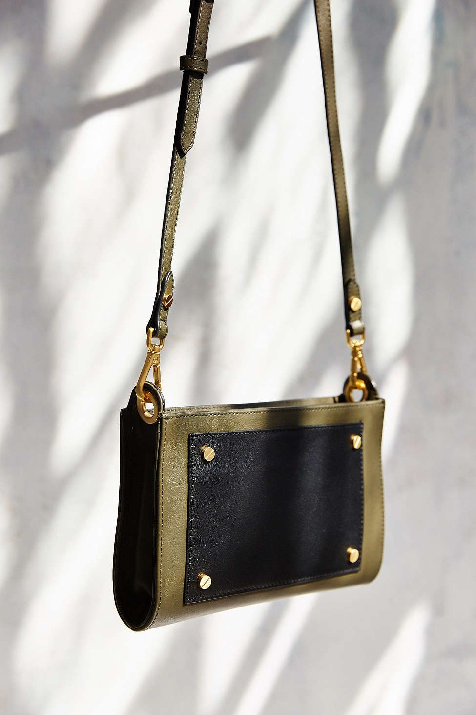 FLYNN Sadie Crossbody Bag - Urban Outfitters