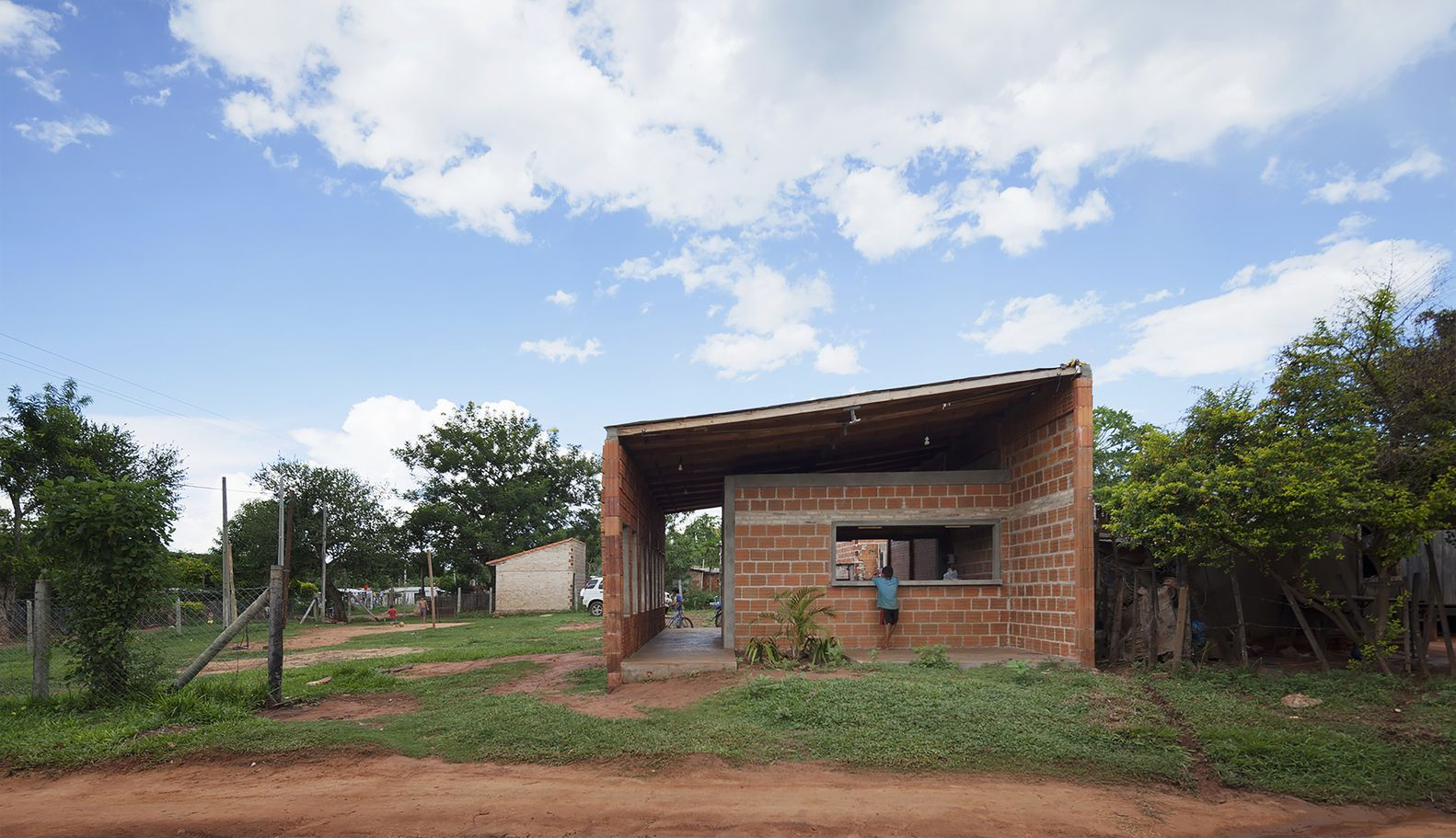 Centro De Desarrollo Comunitario Luque Paraguay Oca Bonini  # Carmelo Muebles Luque