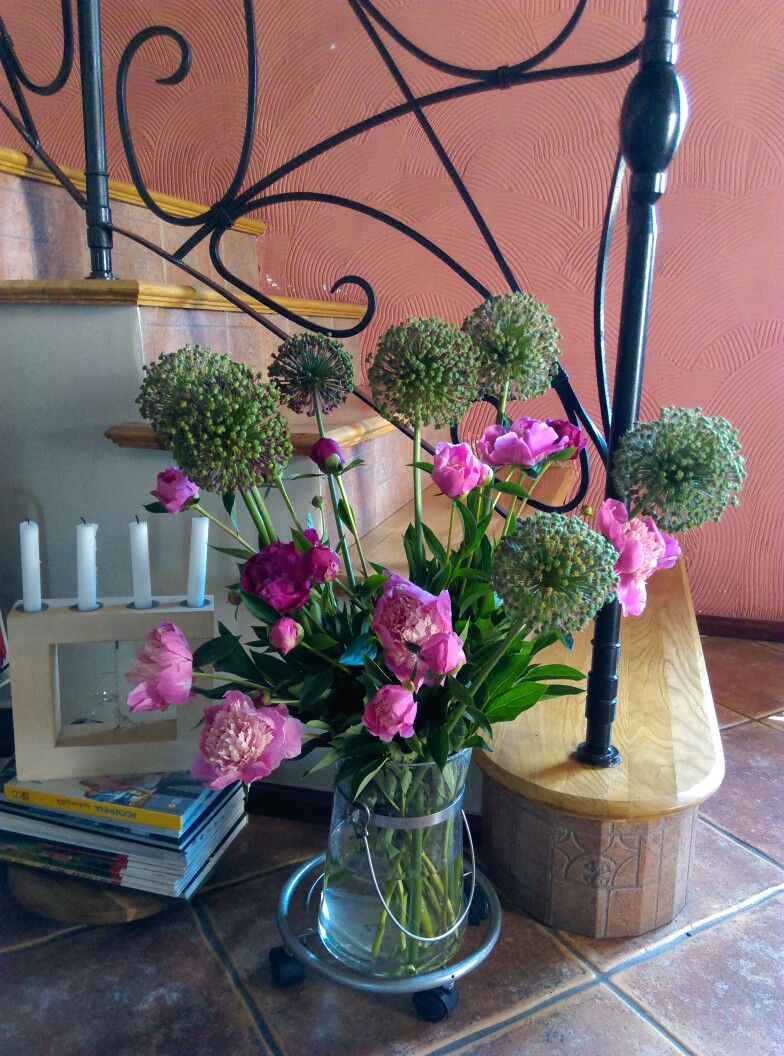 Bukiet Z Piwonii I Czosnku Ozdobnego Glass Vase Decor Vase