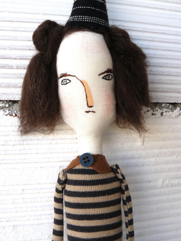 Muñeca artística para colgar en la pared. Aprox. 45 cm. Bruja, mujer, pelo de lana. Bordada a mano. Mago de Oz de AntonAntonThings en Etsy