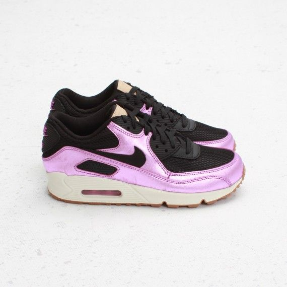 A new colorway for the ladies of the Nike Air Max 90 Premium has just  released holding a black/laser purple colorway.