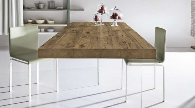 Tavoli in legno massello - Tavolo resistente con piano in legno massello