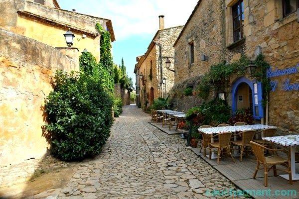 Una escapada perfecta en el Baix Empordà. Lugares con encanto. Peratallada. www.caucharmant.com