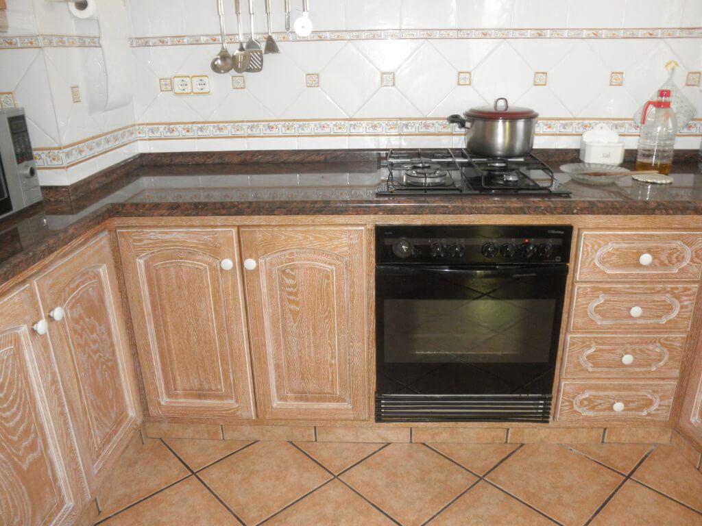 Coordinar gabinete de la cocina piso de madera de color - Cocina Clasica Con Tirador Tipo Pomo Para Puertas Y Cajones