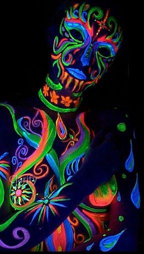 shooting photo fluorescent dans le noir | Maquillage UV | A PAS DE GEANT Plus
