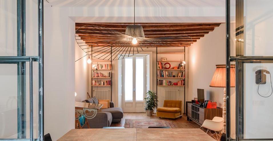 A Milano, Nel Cuore Della Zona Navigli, Nomade Architettura Ha Ristrutturato  Un Appartamento Di 100 Mq Con Un Intervento Calibrato, Giocato Sui  Contrasti E ...