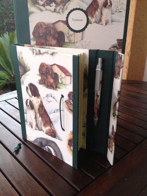 Conjunto personalizado compuesto por carpeta de anillas y cuaderno con bolígrafo a juego.
