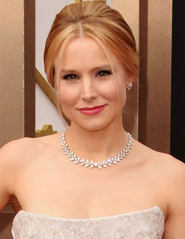 Kristen Bell wears Piaget jewelry to the 2014 Oscars Red Carpet