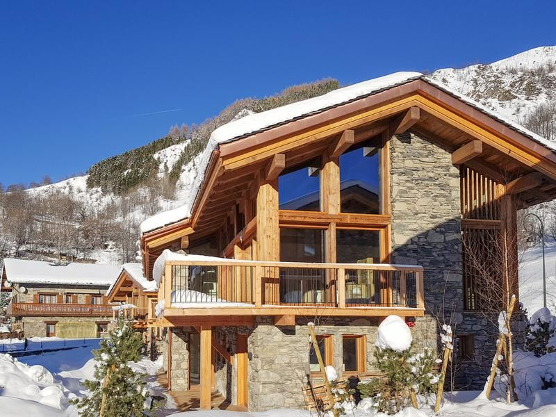 Magnificent New Luxury Ski Chalet For Sale In St Martin De Belleville The 3 Valleys Near The Ski Lifts Luxury Ski Ski Chalet Chalets For Sale