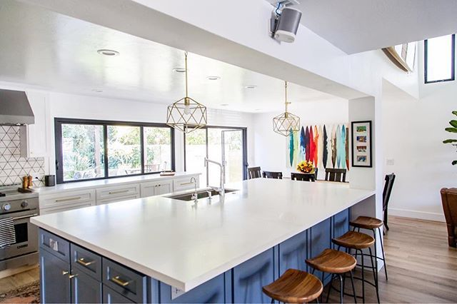 Large Kitchen Island With Open Concept Floor Plan Accordion Windows White Walls And West Elm Trendy Kitchen Tile Kitchen Island Design White Modern Kitchen