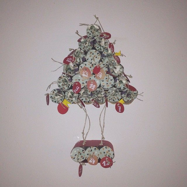 advent calendar tree made with toilet rolls (y)