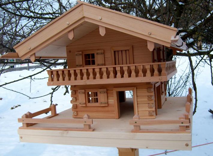 Vogelfutterhaus fachwerk holz - Modernes vogelhaus ...