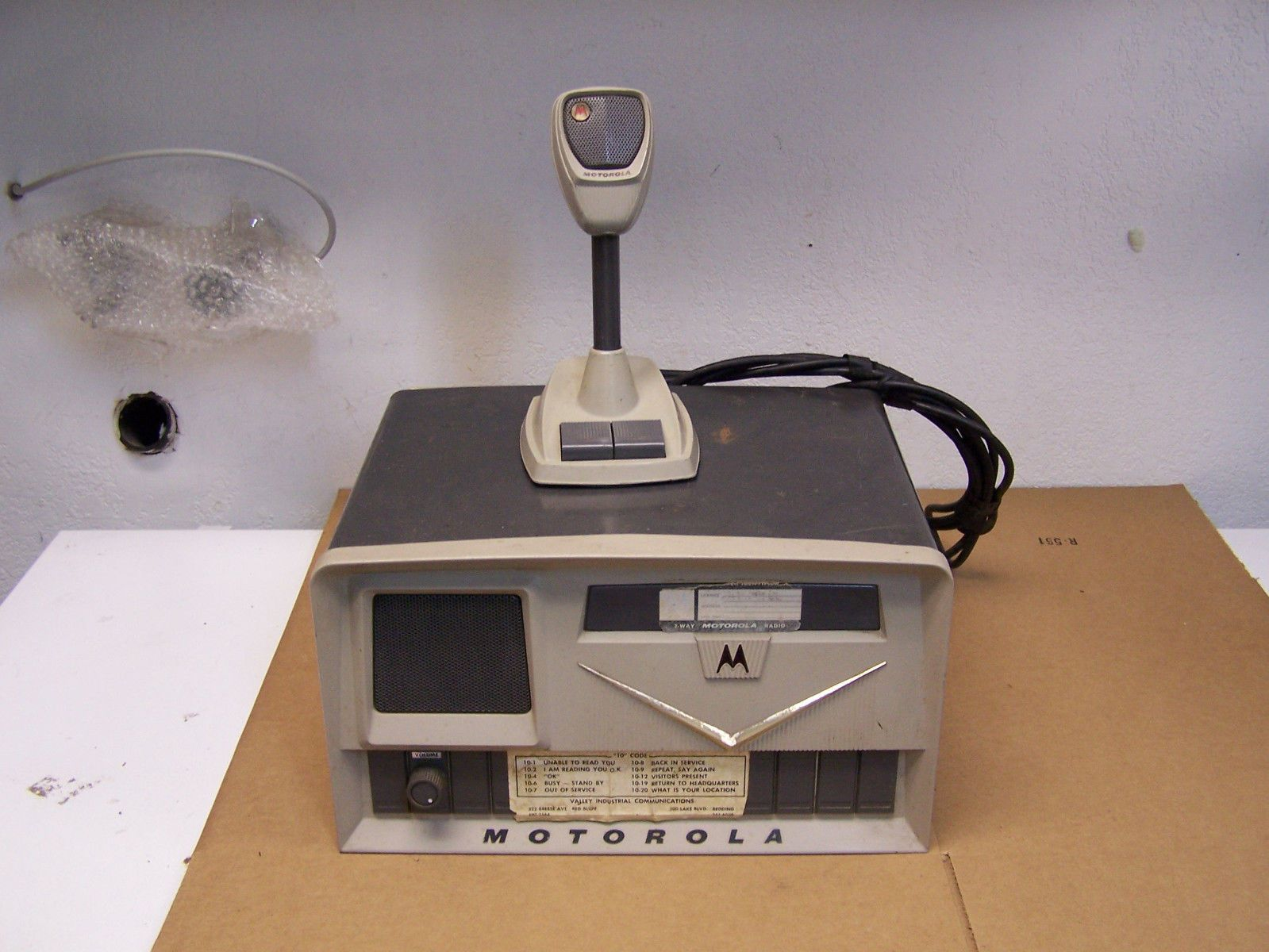 vintage motorola base station model t1207a with tmn6017a desk mic in consumer electronics radio communication ham amateur radio ham radio transceivers  [ 1599 x 1200 Pixel ]