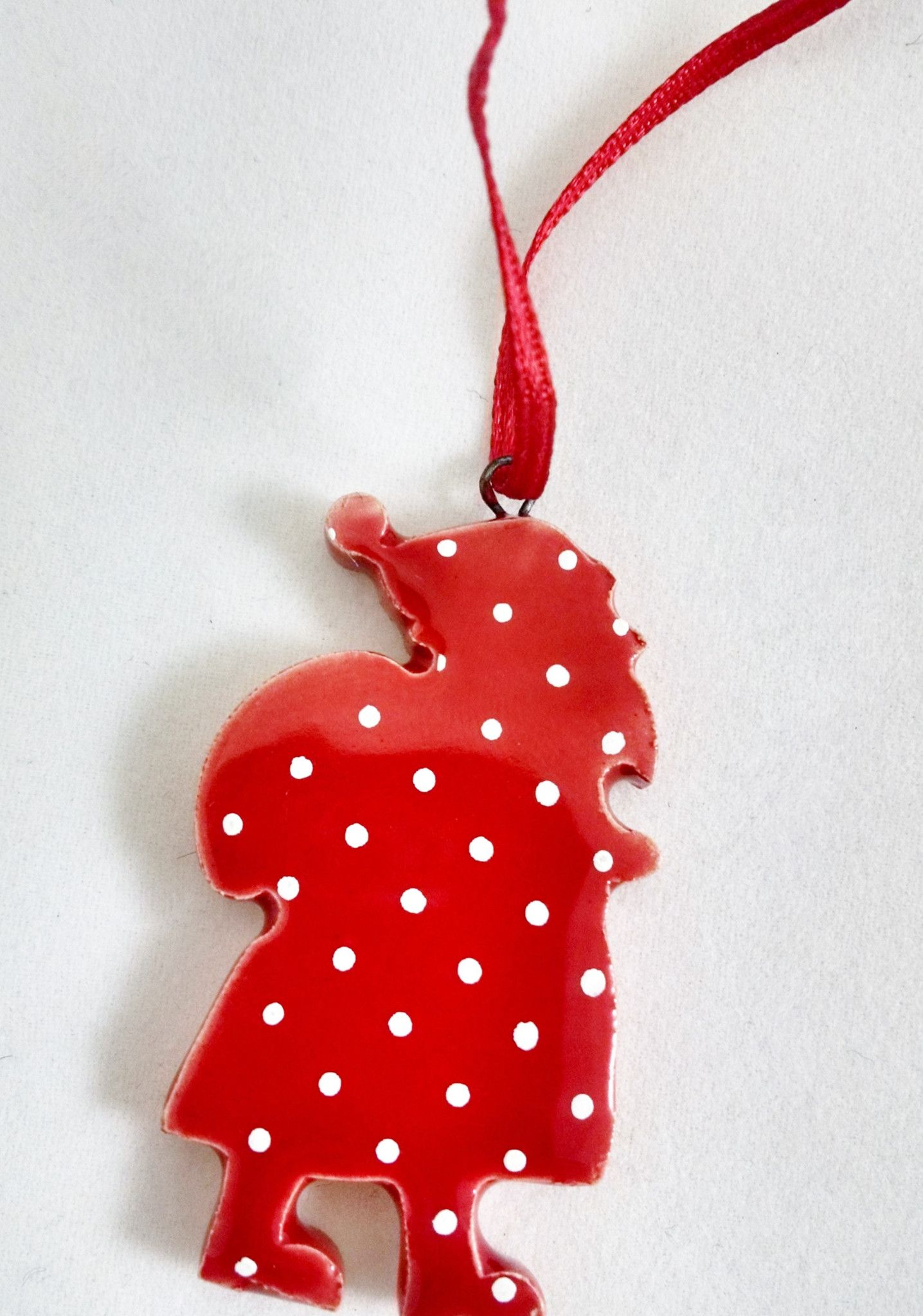 Very cute ornament. However, it\'s VERY small. More appropriate for a ...