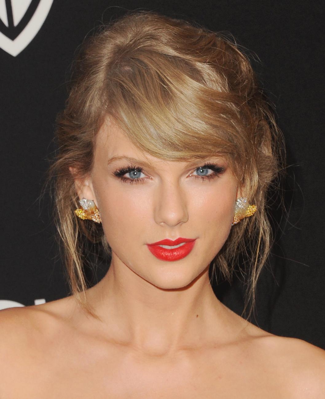 Beauty Trend Rote Lippen Von Mund Zu Mund Taylor Taylor