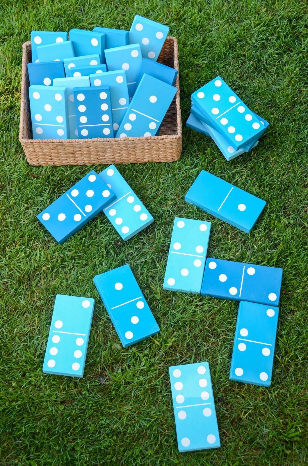 Juegos Tradicionales Al Aire Libre Diy Lawn Dominoes Backyardbbq Via Ironandtwine Patio Ideas