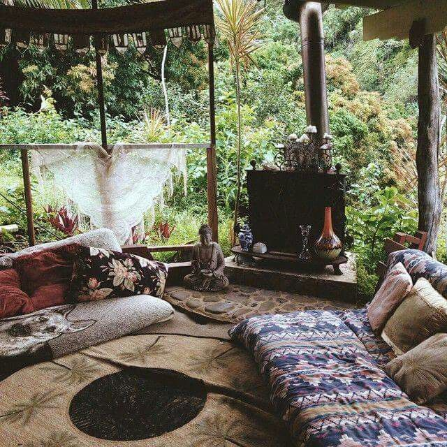 » boho home » bohemian life » exotic interiors & exteriors » eclectic space » boho design + decor » gypsy inspired » nontraditional living » elements of bohemia » Más