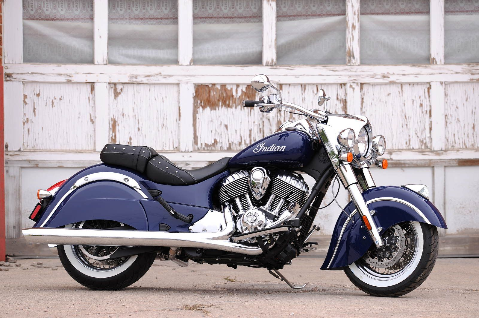 Meet indian motorcycles first model of 2016 indian chief dark - 2014 Indian Chief Classic Cocoa Gold Stardust Custom Paint 01 Jpeg 5395 2048 1371 Stuff To Buy Pinterest Indian Chief Classic Harley Davidson And