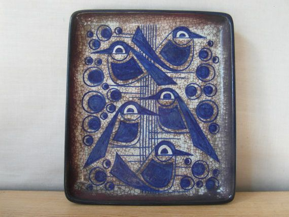 Five blue birds...  that´s the decoration on this very rare dish by artist Marianne Starck. She made it for the famous pottery Michael Andersen & Sons
