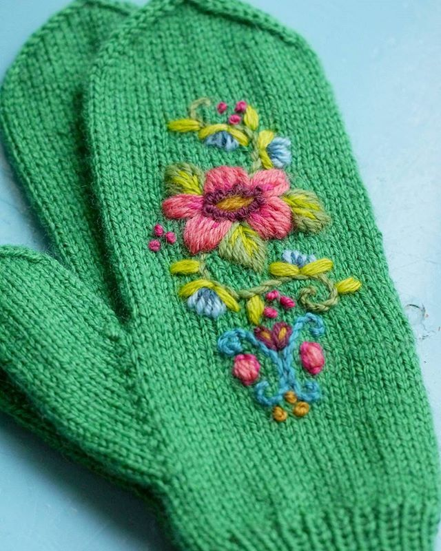 Knitting Embroidery Lessons : Mooivandraad woolembroidery on handknitted mittens