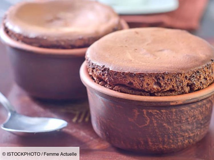 Cyril Lignac : sa recette facile et gourmande de soufflé au chocolat
