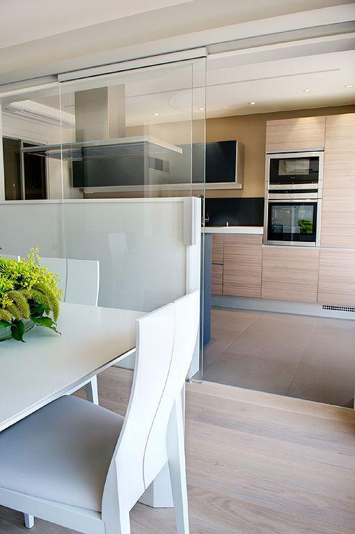 Decoracion puertas correderas de cristal cocina for Separacion de muebles cocina comedor