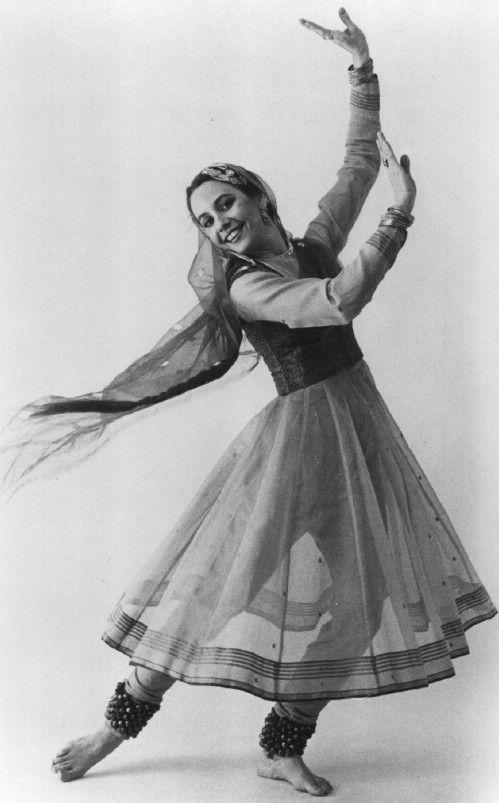 Kathak Dance Indian Classical Dance Kathak Dance Dance Of India