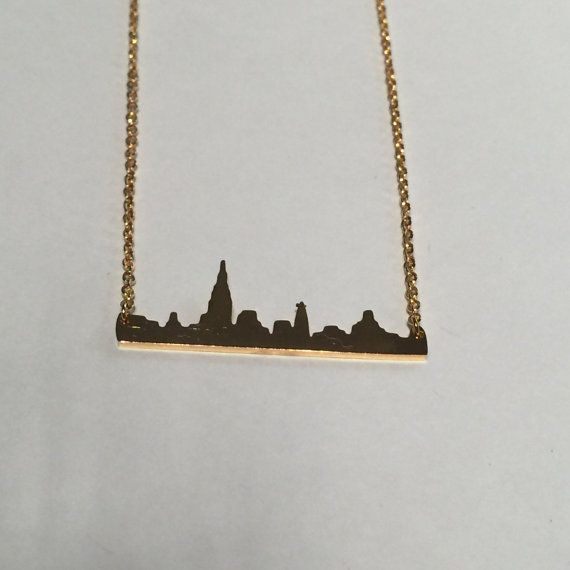 New York Skyline Necklace in silver gold or rose gold par LOLOandRI