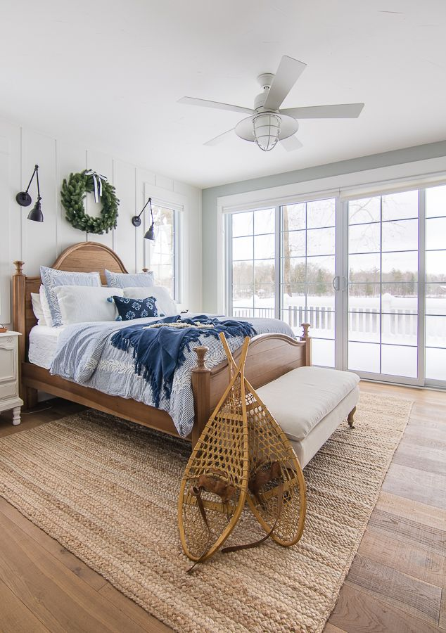 Blue and White Christmas Bedroom Decor images
