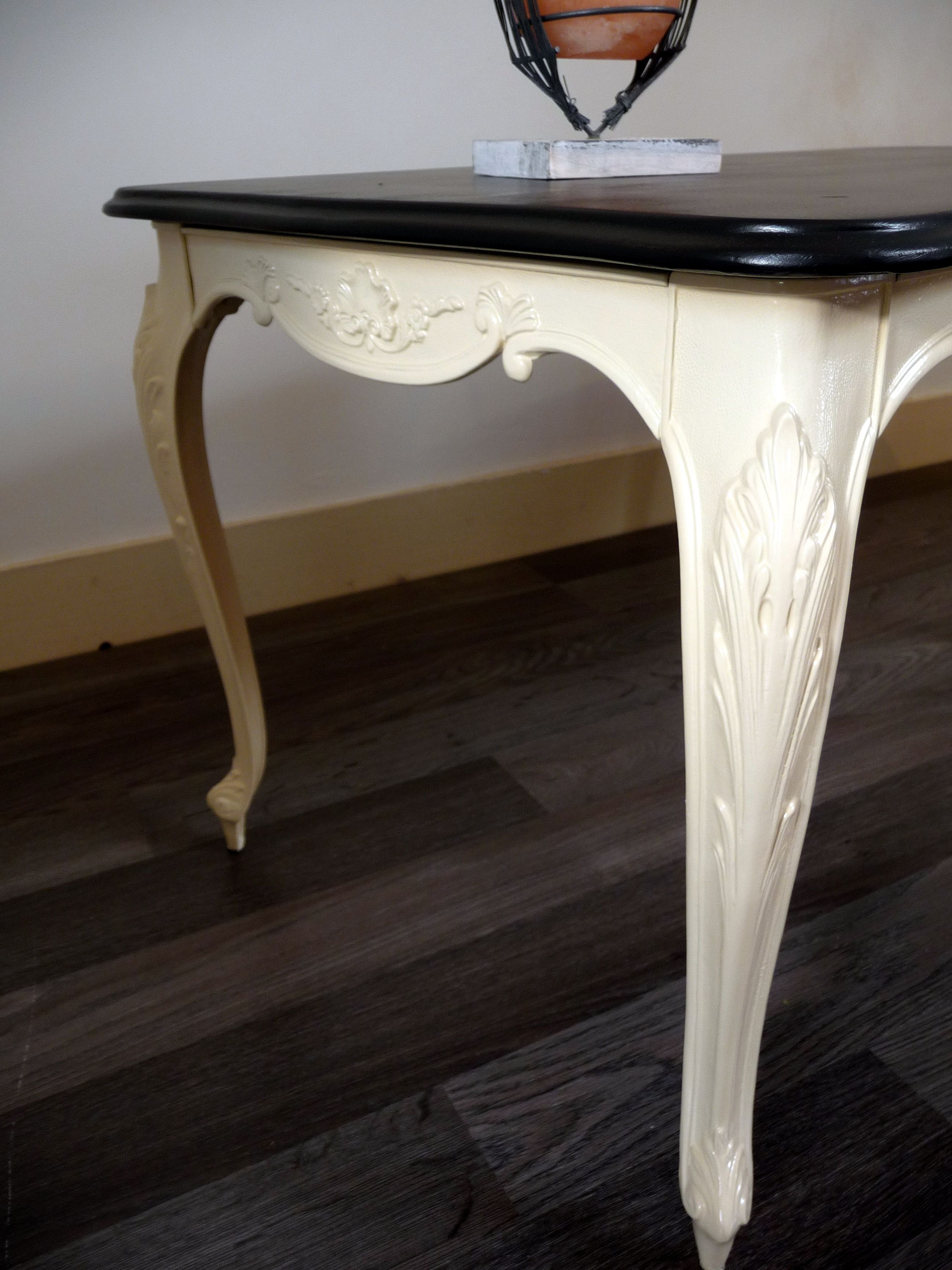 Élégante table de salon ou table d\'appoint en marbre et laiton moulé ...