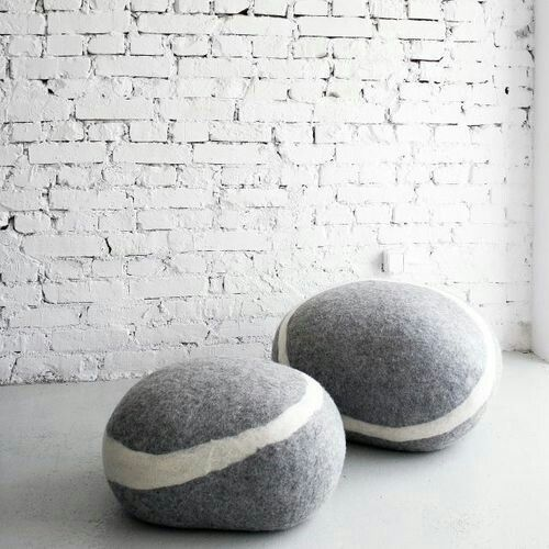 50 id es pour mettre des poufs dans sa d co stone stools and felting. Black Bedroom Furniture Sets. Home Design Ideas