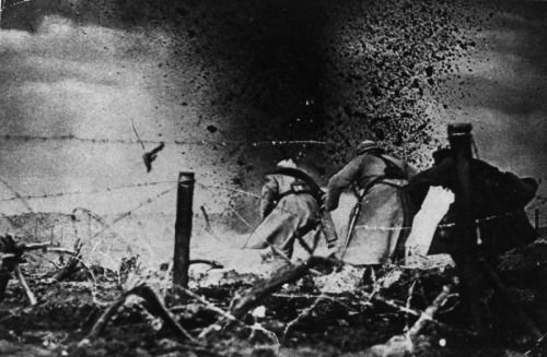 French soldiers in artillery fire 1916.