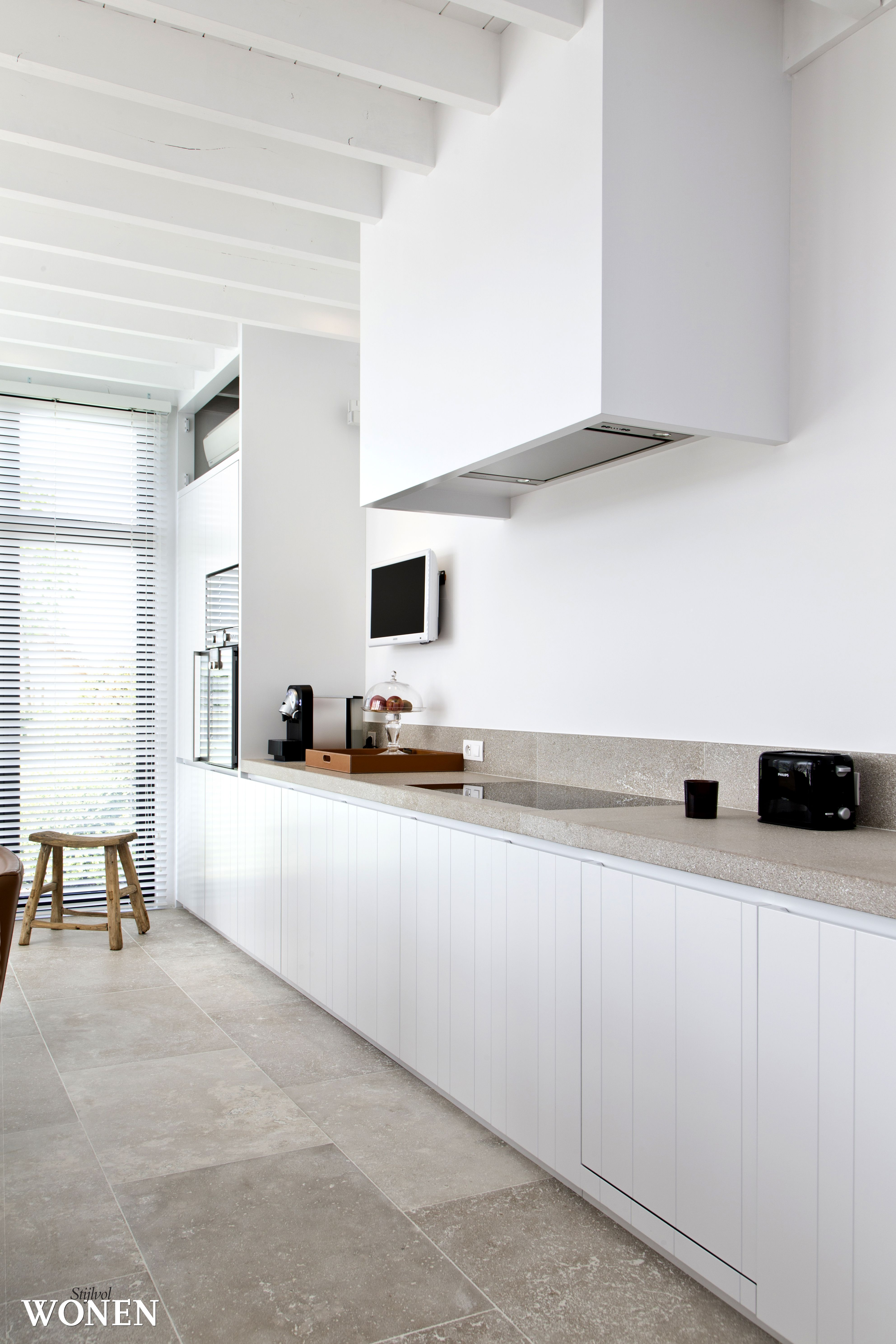 Cuisine minimaliste blanc et pierre cuisine kitchen for Minimaliste cuisine