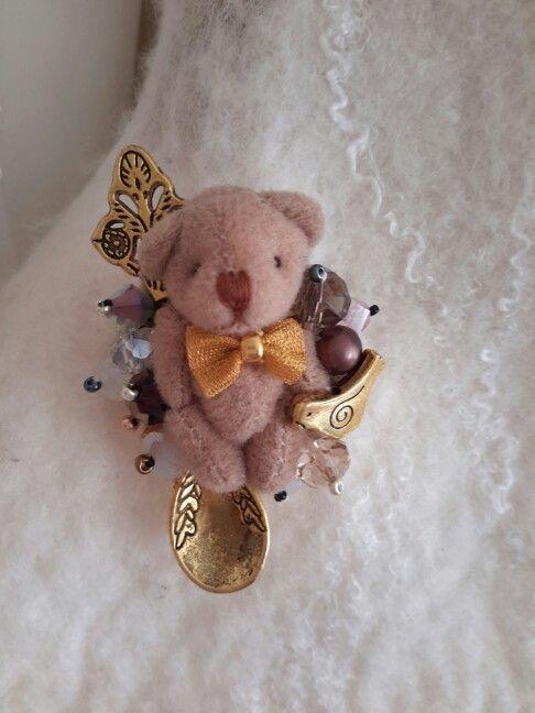 Broch ''Teddy bear with bird''