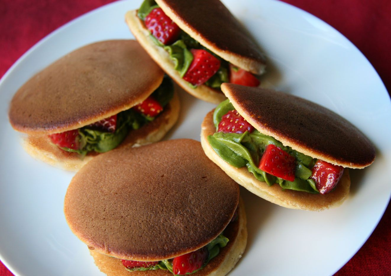 COOKING WITH JAPANESE GREEN TEA: Dorayaki with Matcha cream & fresh strawberry