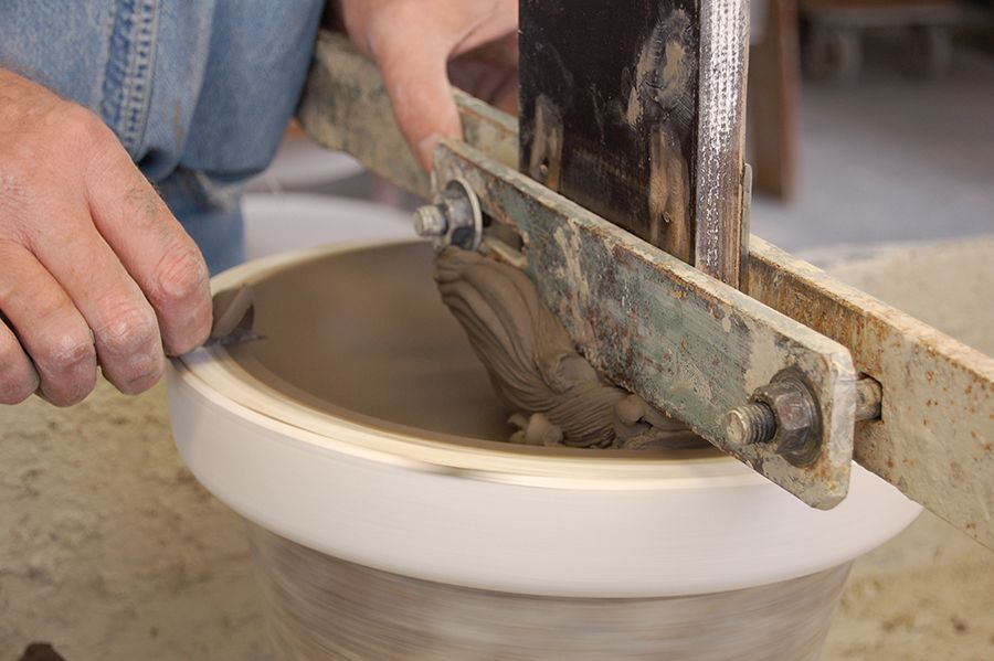 Clay Service Atelier NL's Clay Service is a set of plates and bowls that showcase clay from different locations throughout the Netherlands
