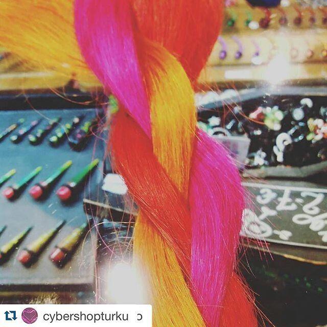 #Repost @cybershopturku ・・・ Asiakas oli värjännyt vaaleat aitohiuspidennyksemme @hermanshaircolor -väreillä Peggy pink, Felicia fire ja Daisy+Felicia sekoitettuna. God damn how delicious  #hermansamazinghaircolor #hermanshaircolor #hair #haircolour #suoraväri #hiukset #semipermanent #pinkhair #colorful #värikäs #väri #tukkahyvin #tukka #fleda #cybershop #cybershopturku #cybershopkuopio #aitohius #aitohiuspidennykset #shokki #hermanpeggy #hermanfelicia #hiustenpidennys #hiustenpidennykset