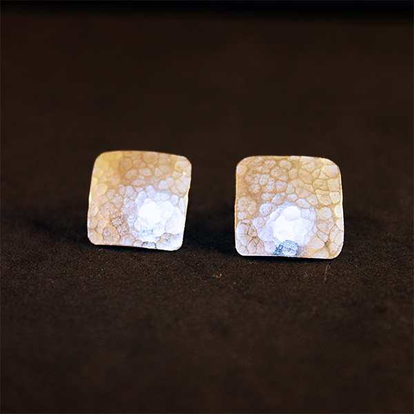 Pendientes rombos texturizados en plata de ley. Square earrings in sterling silver. www.shimuorfebreria.com