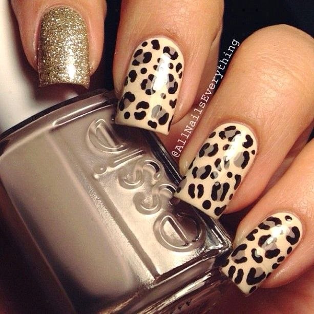 Nail color with leopard dress