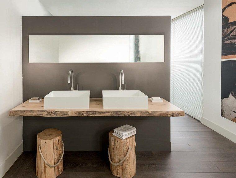 Salle De Bain Moderne Avec Des éléments Rustiques