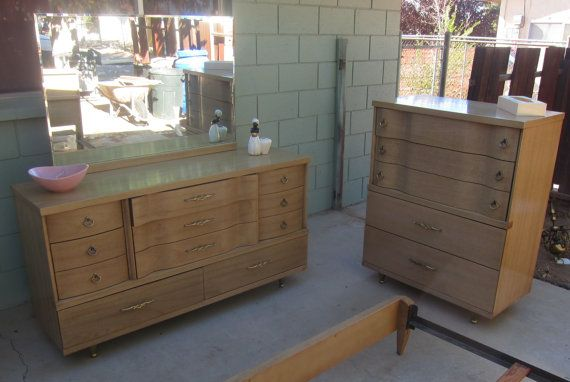 This Is A Vintage Bedroom Set By Drew From 1961 The Includes His And Her 9 Drawer Dresser With Detachable Mirror Chest Of 4