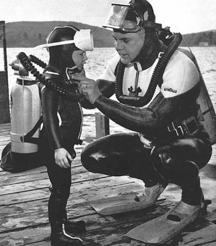 Old School Scuba Diving. Mergulho desde criança, assim, aprende-se tb a interagir e respeitar o mar, a Natureza, é Divino!