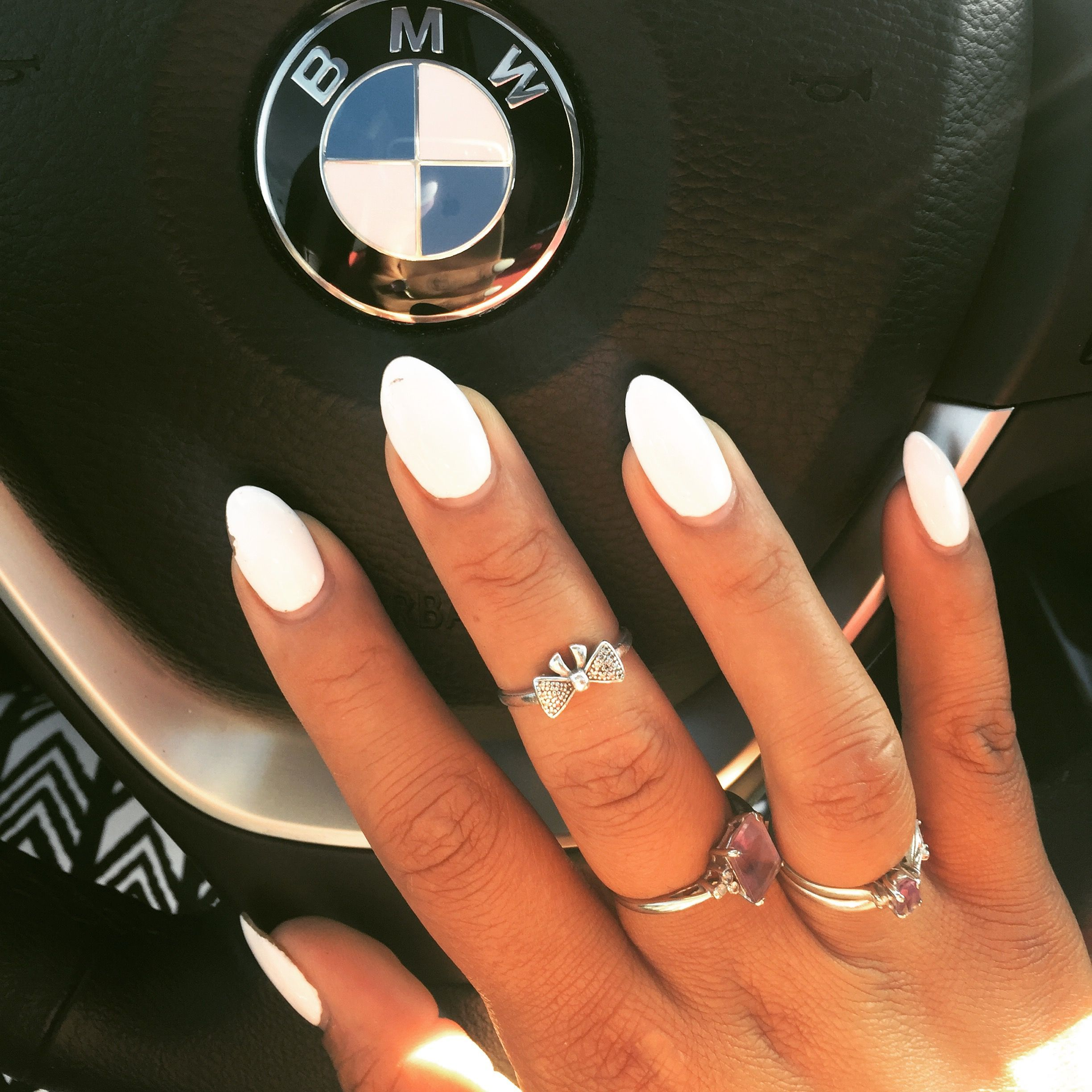 White Polish Summer Nails Almond Shape Bmw Type Laque Beckywiththagood Acrylicnailsideas Summer Nails Almond Oval Acrylic Nails Almond Acrylic Nails