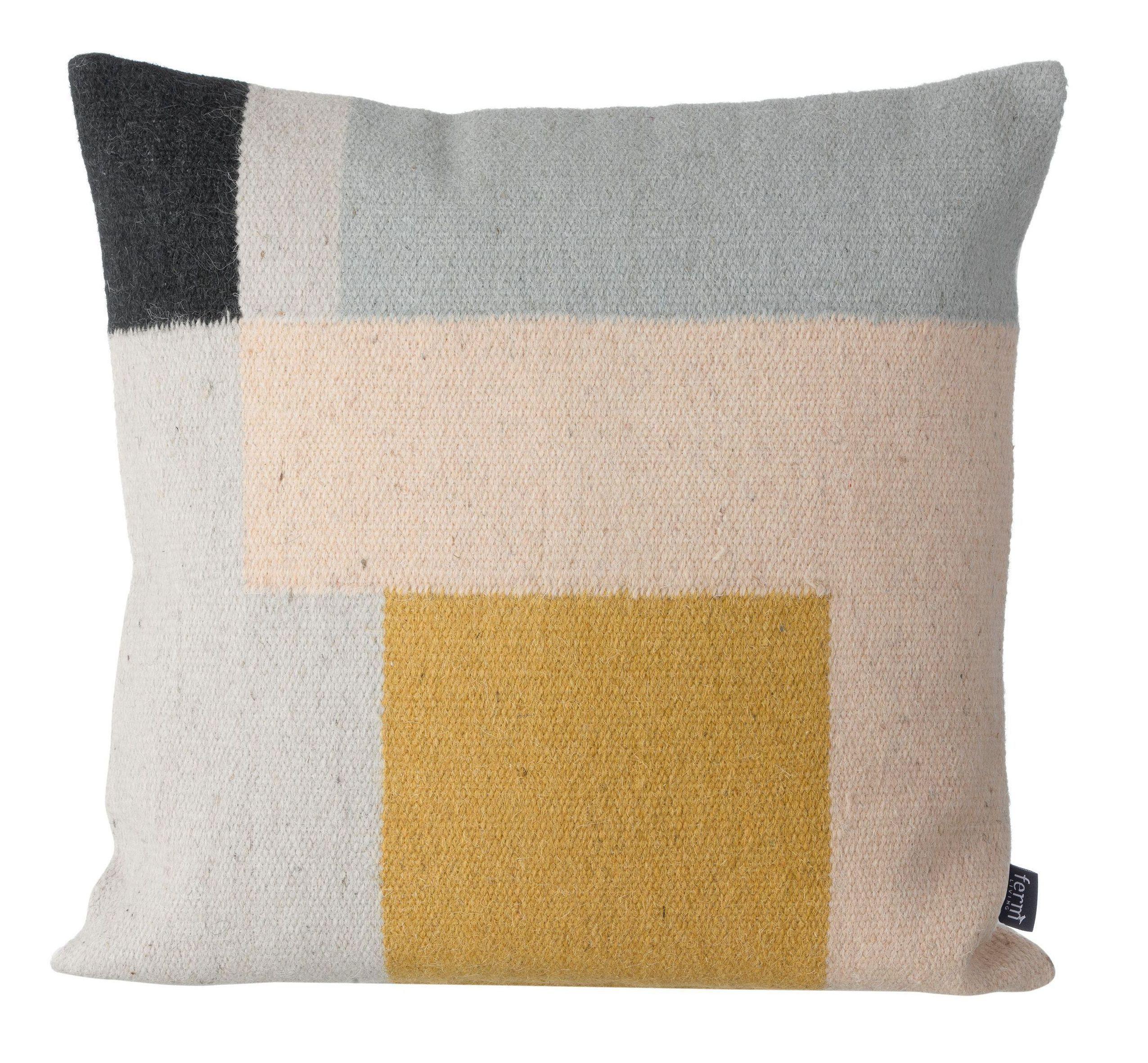 Retrouvez ce modèle de Coussin Kelim Squares Ferm Living sur la boutique en ligne d'idées cadeaux déco et papeterie, Lili's.Could be done as a print in various colour schemes